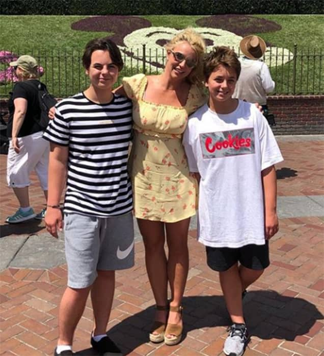 Brintey Spears Candid Images
