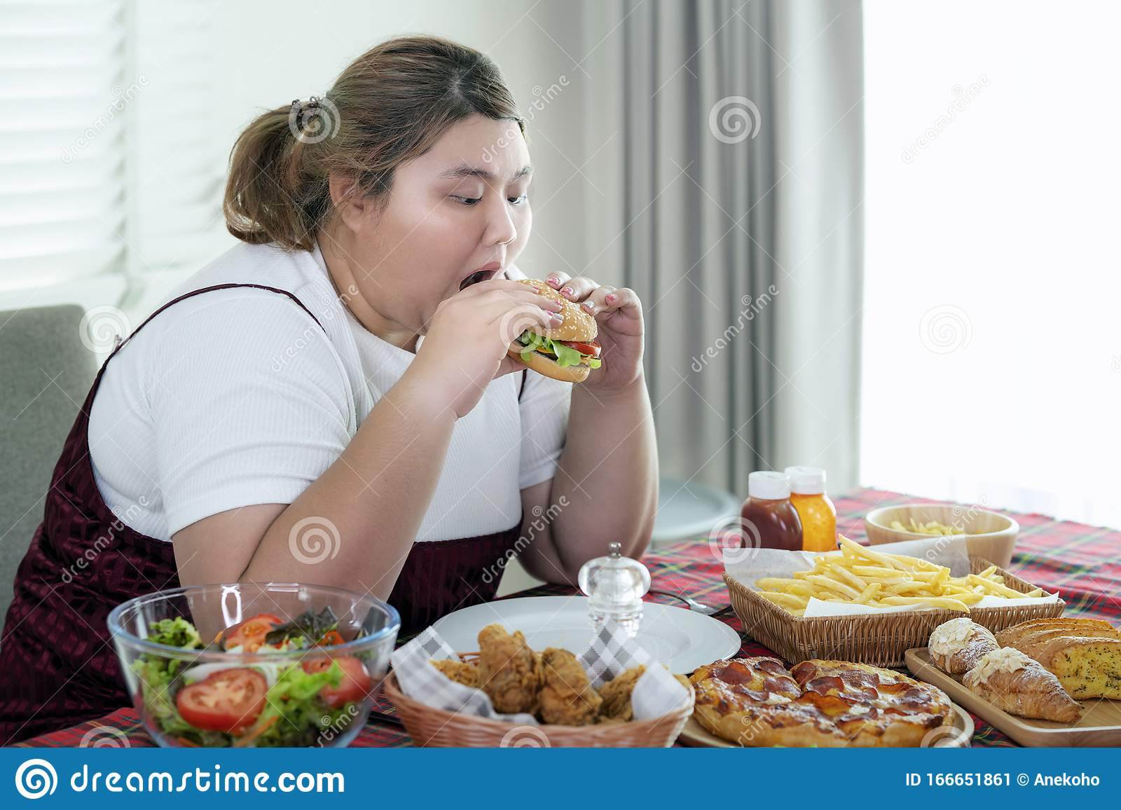 Fat Chicks Eating Food Pictures