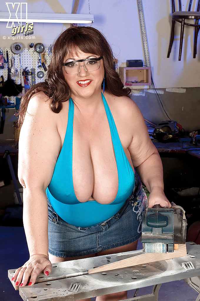 Mature Plumper With Huge Boobs Pic